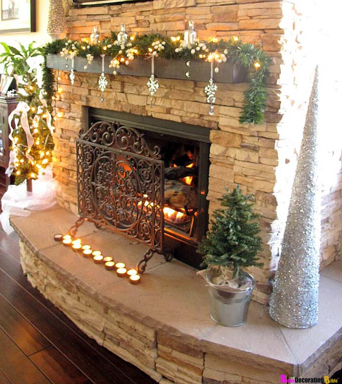 Add Visual Interest With Dangling Ornaments #Christmas #mantel #decorhomeideas