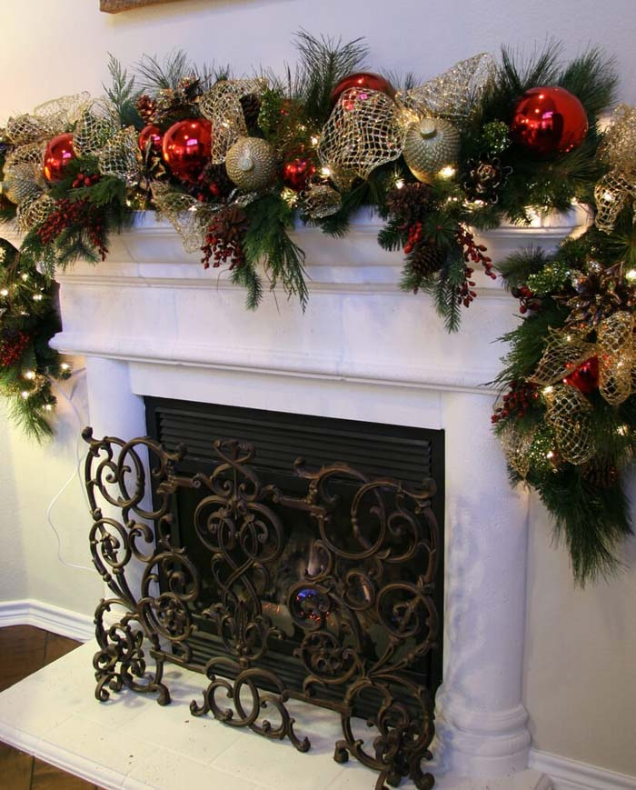 An Oversized Ornament Garland Sets the Stage #Christmas #mantel #decorhomeideas