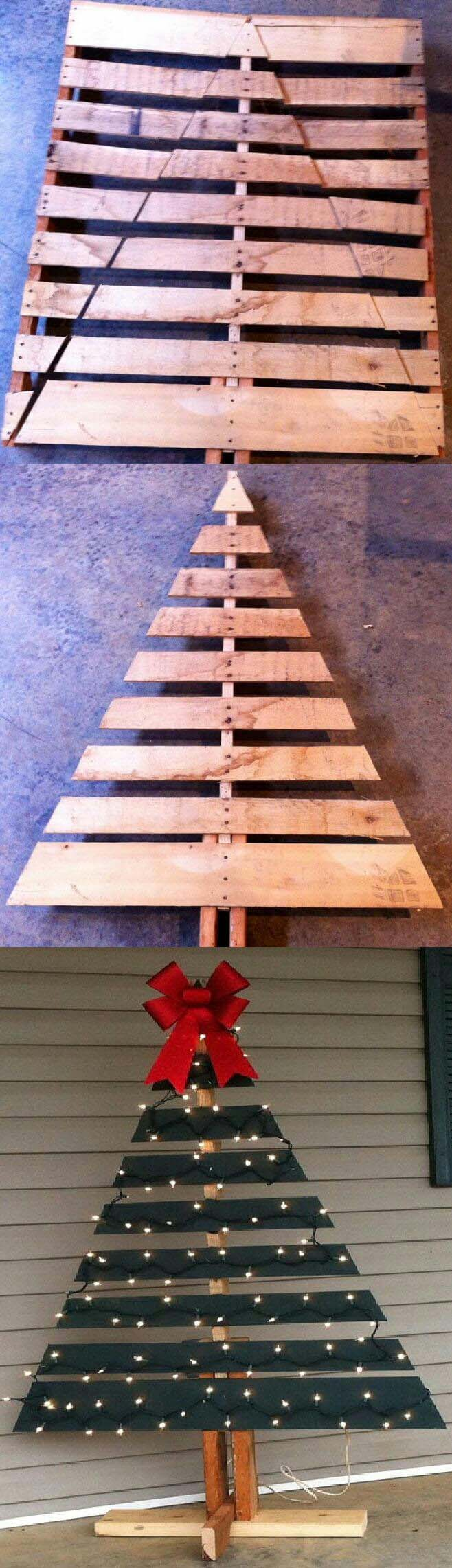 Another Spin on the Pallet Christmas Tree #Christmas #crafts #decorations #decorhomeideas