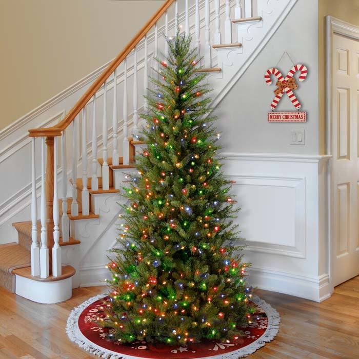 Artificial Christmas Tree With Multi-Colored Lights #Christmas #Christmastree #artificialtree #decorhomeideas
