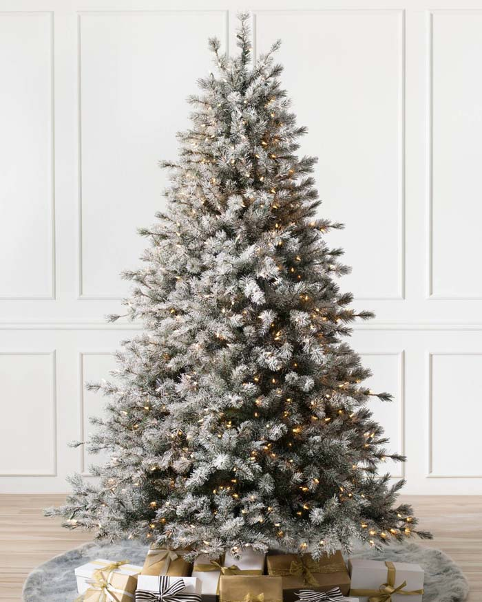 Artificial Pine Christmas Tree With Faux Snow #Christmas #Christmastree #artificialtree #decorhomeideas
