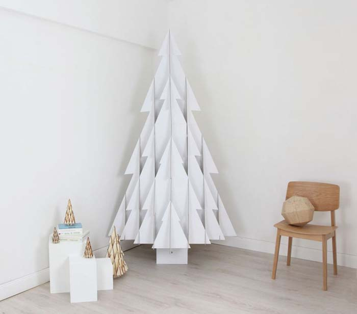Cardboard Tree #Christmas #Christmastree #nontraditional #decorhomeideas