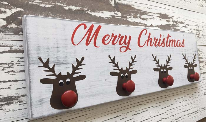 Distressed Rustic Wooden Stocking Holder for Christmas #Christmas #reindeer #decorhomeideas