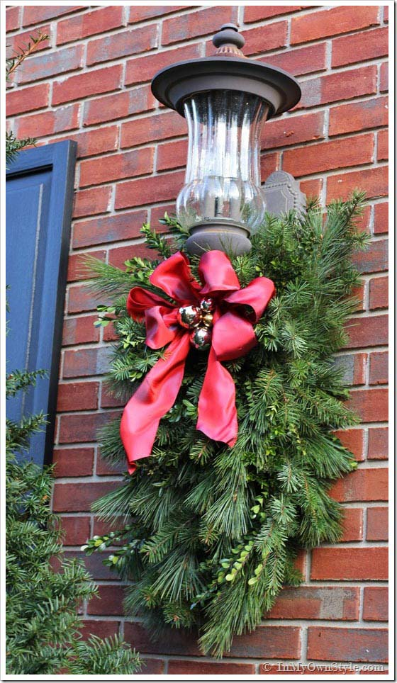 DIY Christmas Porch Light Decoration #Christmas #cheap #elegant #decorhomeideas