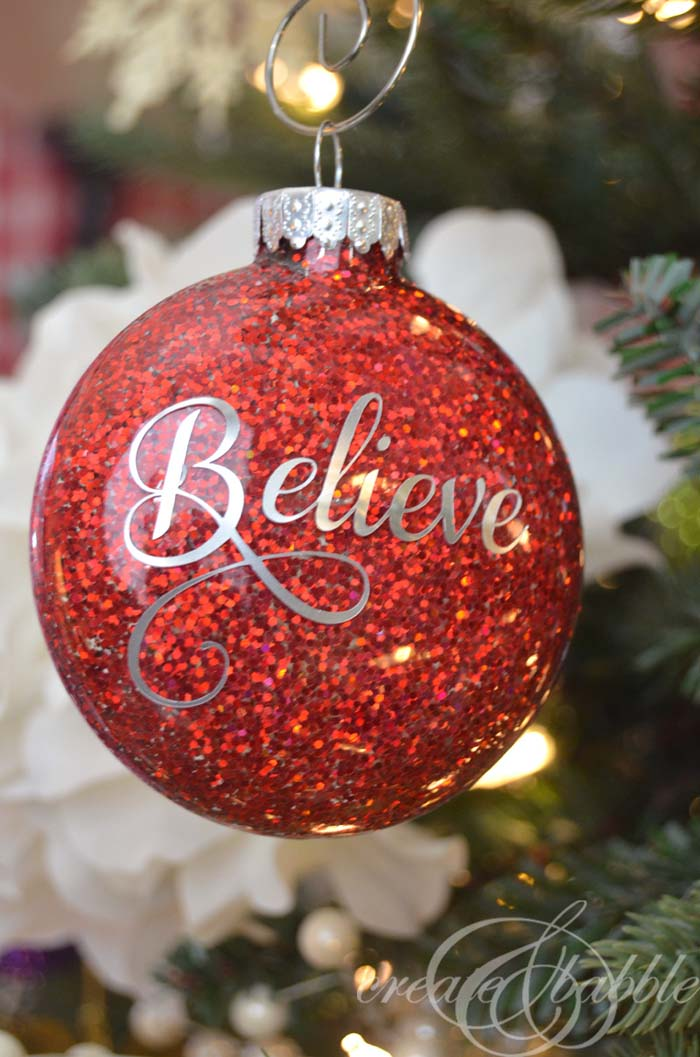 DIY Glitter Christmas Ornaments #Christmas #cheap #elegant #decorhomeideas
