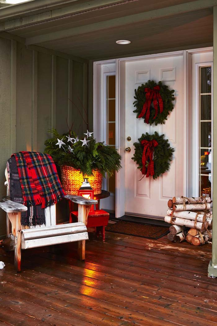 Dress the Front Stoop #Christmas #style #decorhomeideas