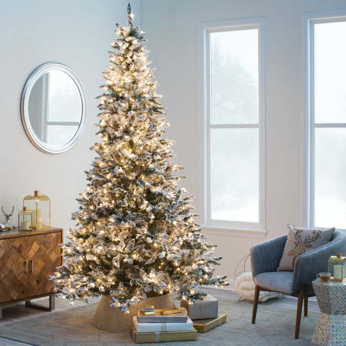 Frosted Artificial Christmas Tree #Christmas #Christmastree #artificialtree #decorhomeideas