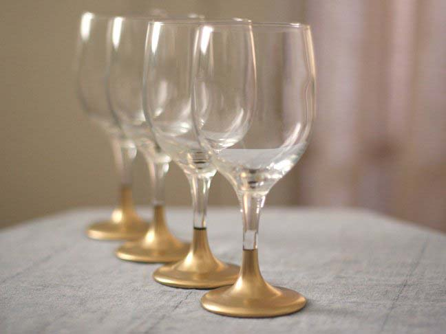Gold Dipped Holiday Glasses #Christmas #cheap #elegant #decorhomeideas