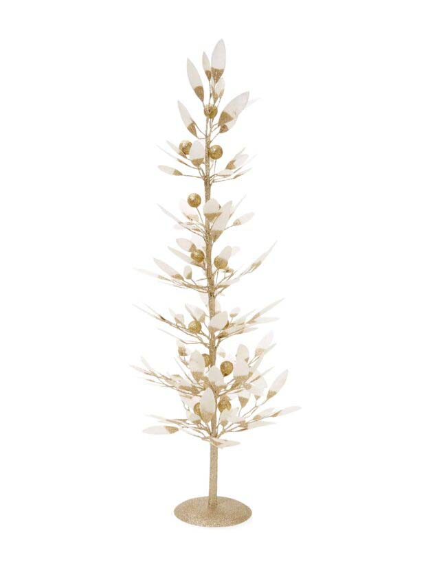 Gold Feathers #Christmas #Christmastree #nontraditional #decorhomeideas