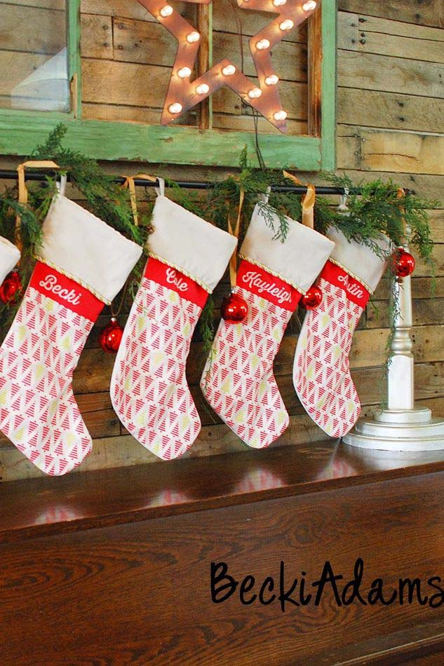 Hang Stockings With Care #Christmas #style #decorhomeideas