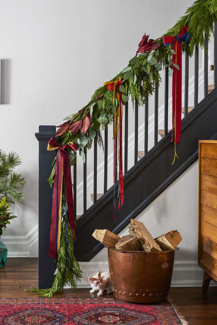 Let Ribbons Hang #Christmas #style #decorhomeideas