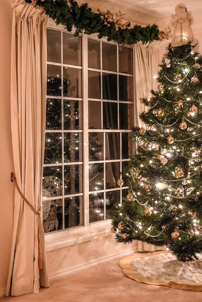 Make the Most of Your Tension Rod #Christmas #hanginghacks #decorhomeideas