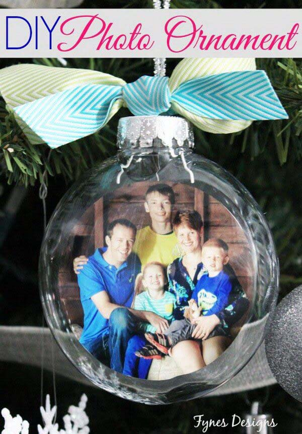Personalize Your Tree with Photo Ornaments #Christmas #crafts #decorations #decorhomeideas