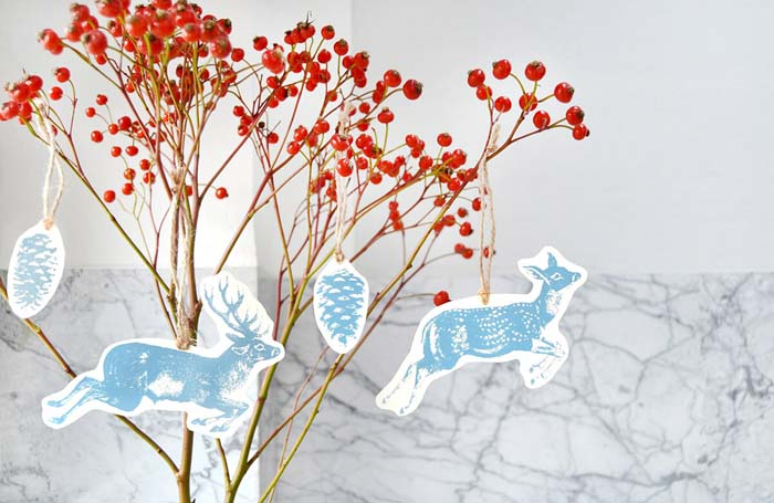Silkscreen Printed Holiday Tags for Gifts or Decoration #Christmas #reindeer #decorhomeideas