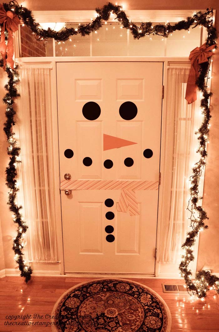 There's a Snowman at the Door #Christmas #indoordecorations #decorhomeideas