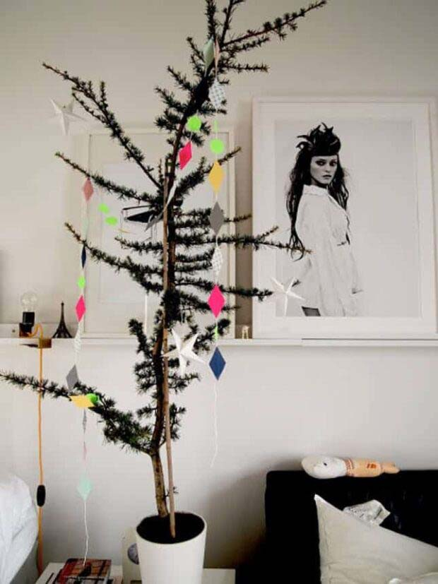 Thin Geo #Christmas #Christmastree #nontraditional #decorhomeideas