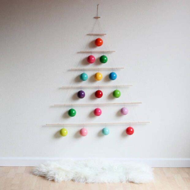 Wall Art #Christmas #Christmastree #nontraditional #decorhomeideas