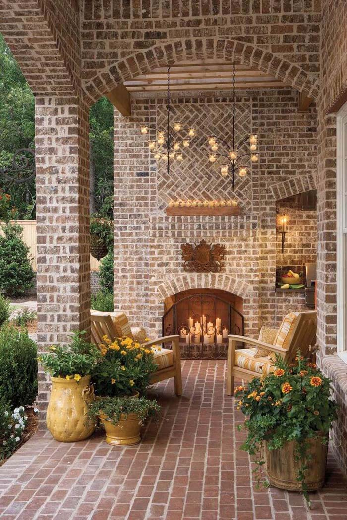 Carry a Candle Theme with a Variety of Lighting Options #lighting #yard #outdoor #decorhomeideas