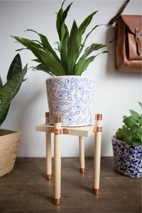 Copper And Wood Plant Stand DIY #diy #plantstand #decorhomeideas