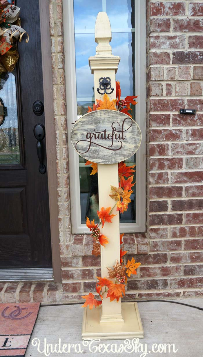 Creative Front Porch Welcome Post Ideas for Fall #porch #post #decorhomeideas
