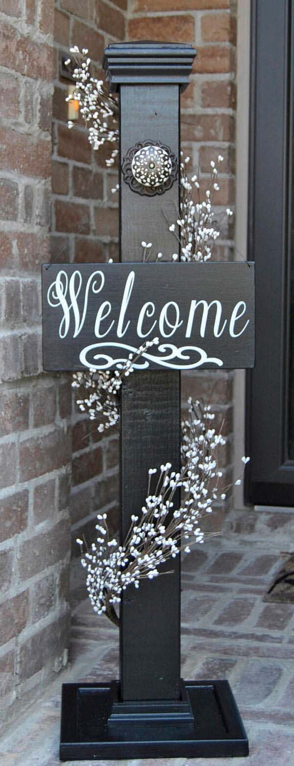 Cute Post Styled with Seasonal Decor Items #porch #post #decorhomeideas