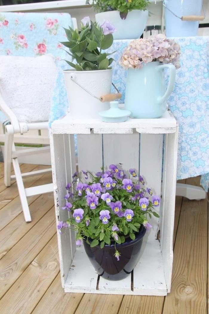 Easy Fruit Crate Porch Décor Idea for Spring #spring #frontporch #decor #decorhomeideas