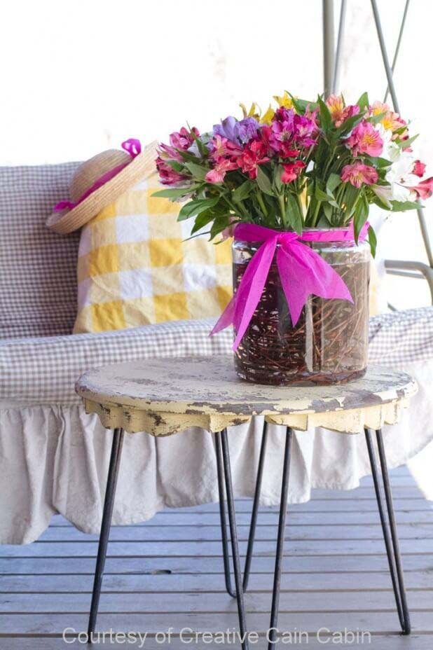 Easy Grapevine and Flower Vase Display #spring #frontporch #decor #decorhomeideas