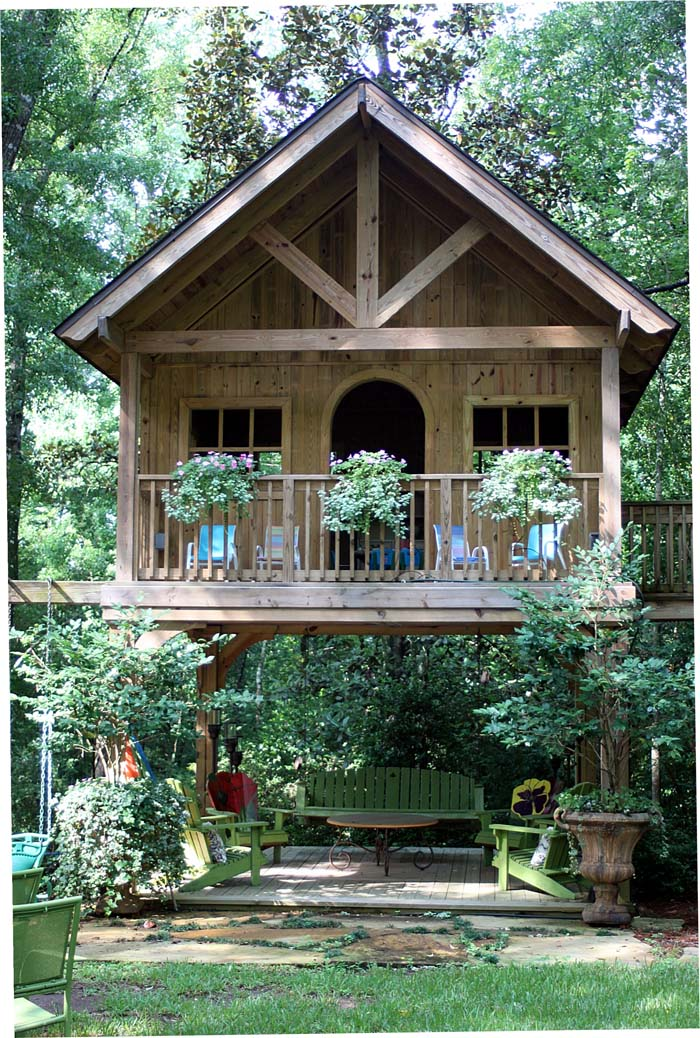 Elevated Cabin-Style Playhouse #backyardhouse #decorhomeideas