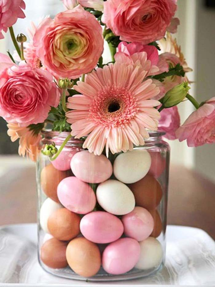 Fill a Large Vase with Colored Eggs #spring #decor #decorhomeideas