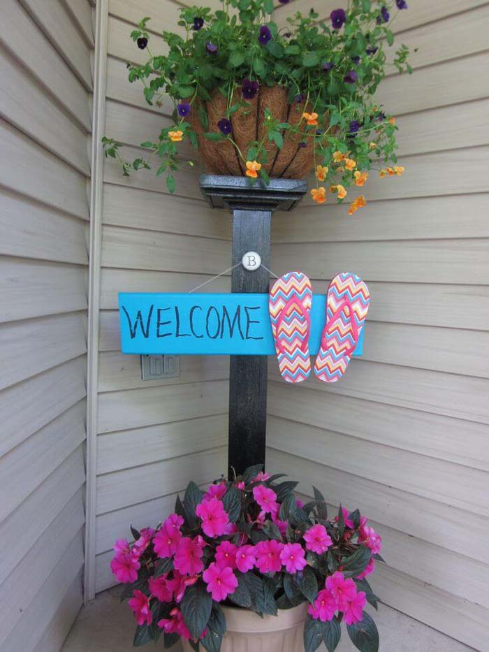 Flower Stand Post and Decorative Summer Sign #porch #post #decorhomeideas