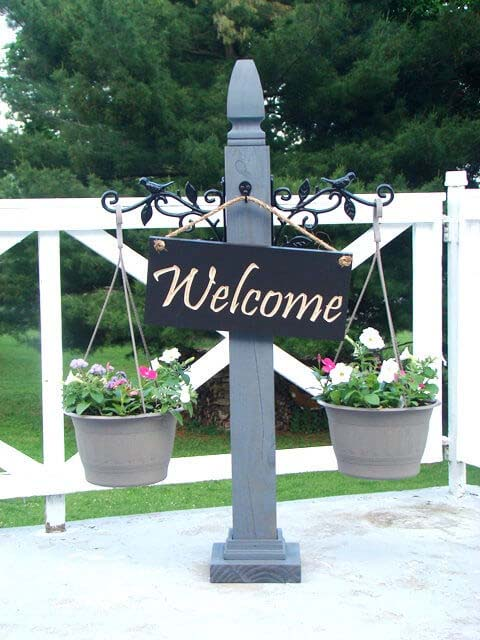 Front Porch Post with Hanging Planters #porch #post #decorhomeideas