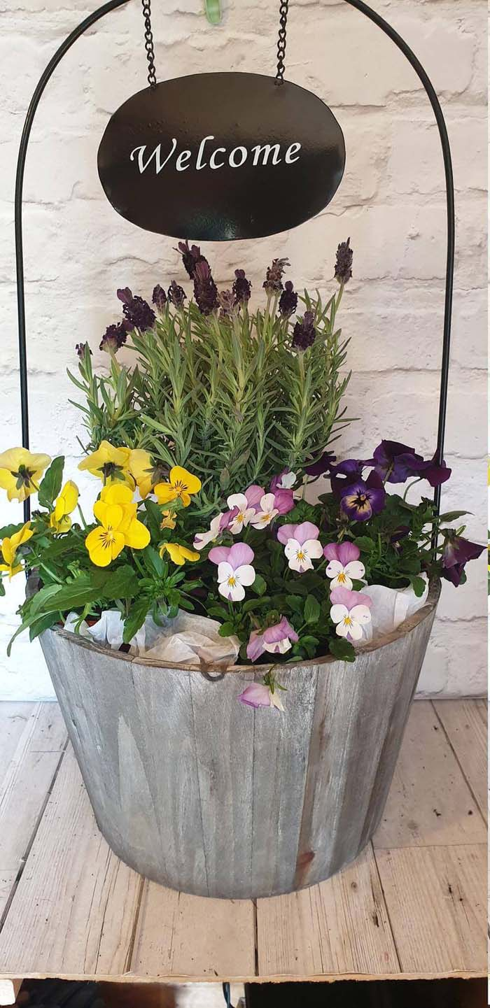 Gray-Washed Wooden Barrel Welcome Sign #spring #planter #decorhomeideas