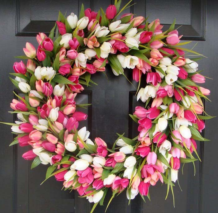 Greet Guests with a Lavish Tulip Wreath #spring #decor #decorhomeideas