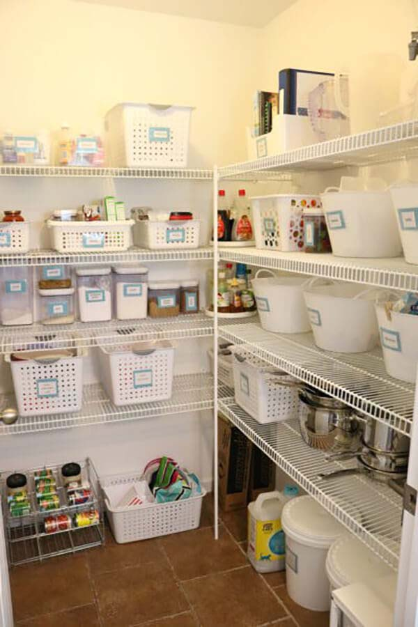 Grouping Products in Your Pantry #pantry #shelves #decorhomeideas