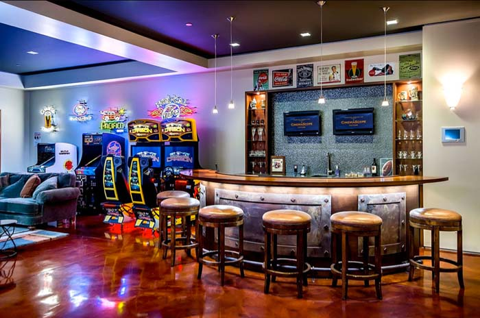 Lounging at the Arcade #mancave #decorhomeideas