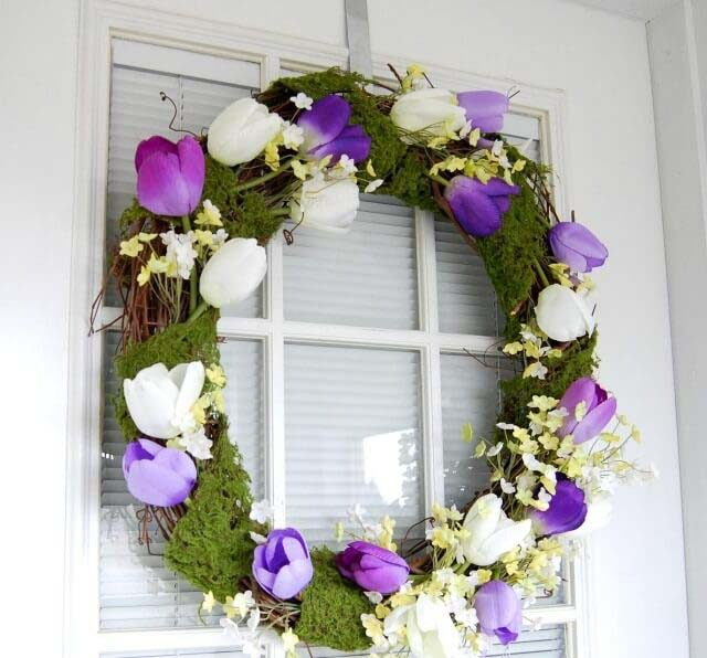 Lovely Moss and Tulip Wreath #spring #decor #decorhomeideas