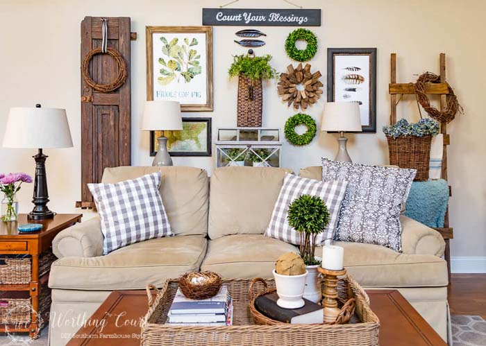 Moss and Greenery Wreaths and Topiaries #farmhouse #springdecor #decorhomeideas