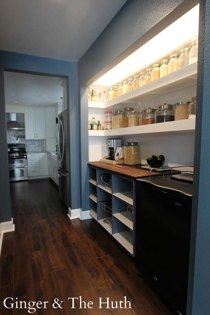 Open Pantry Design Fit for a Chef #pantry #shelves #decorhomeideas