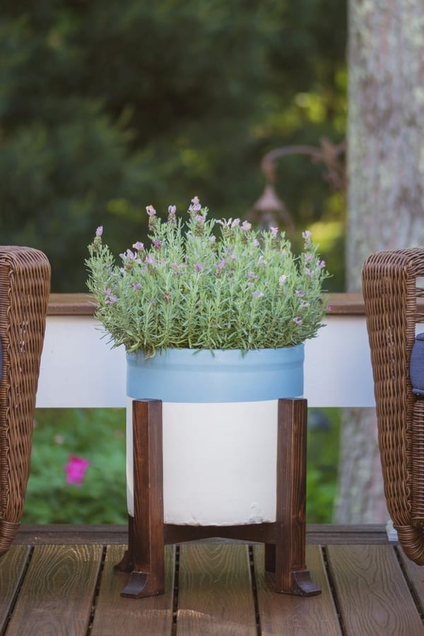 Pottery Barn Inspired DIY Planter and Plant Stand #diy #plantstand #decorhomeideas