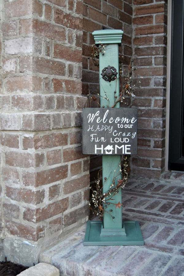 Rustic Post and Hand-Painted Welcome Sign #porch #post #decorhomeideas