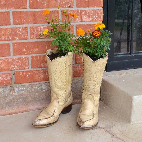 Shabby Chic Upcycled Boot Planter #spring #planter #decorhomeideas