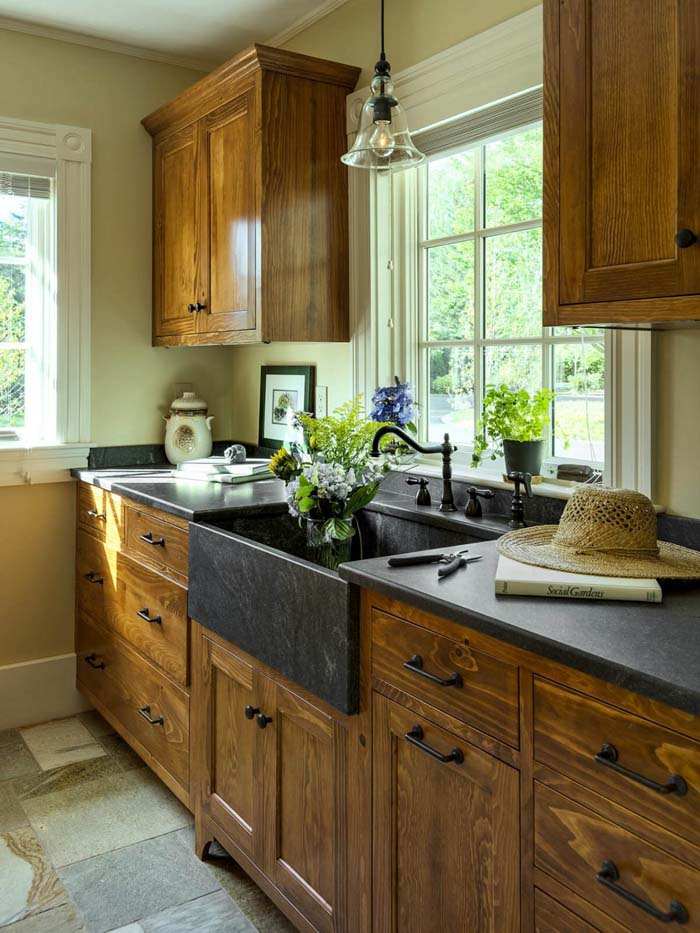 Simple Country Cottage Wooden Cabinets #rustic #kitchencabinet #decorhomeideas