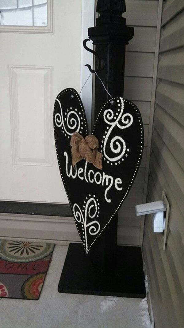 Simple Post and Decorative Hanging Fabric Sign #porch #post #decorhomeideas