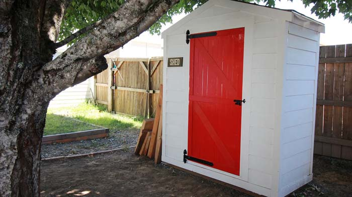 Small White Shed with a Red Door #shed #garden #decorhomeideas