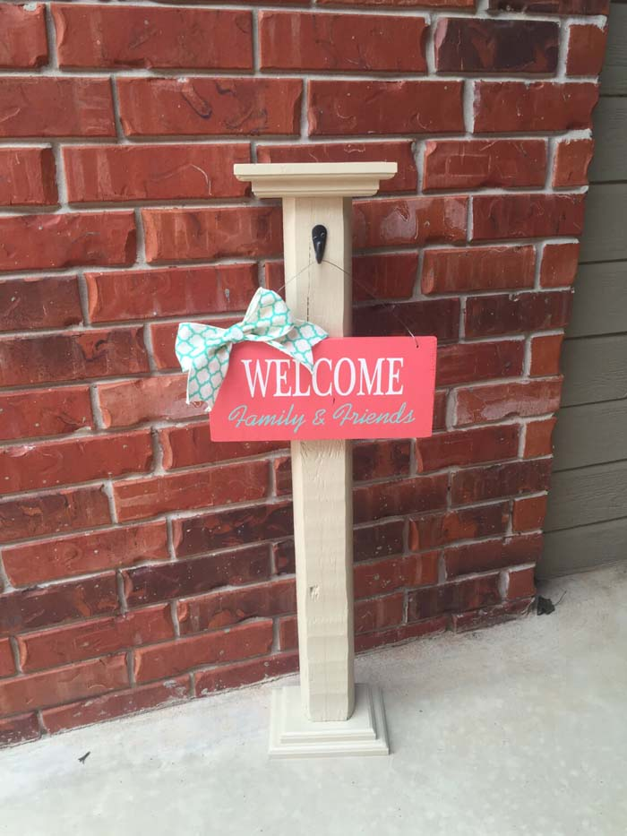 Space Saving Simple Post and Welcome Sign #porch #post #decorhomeideas
