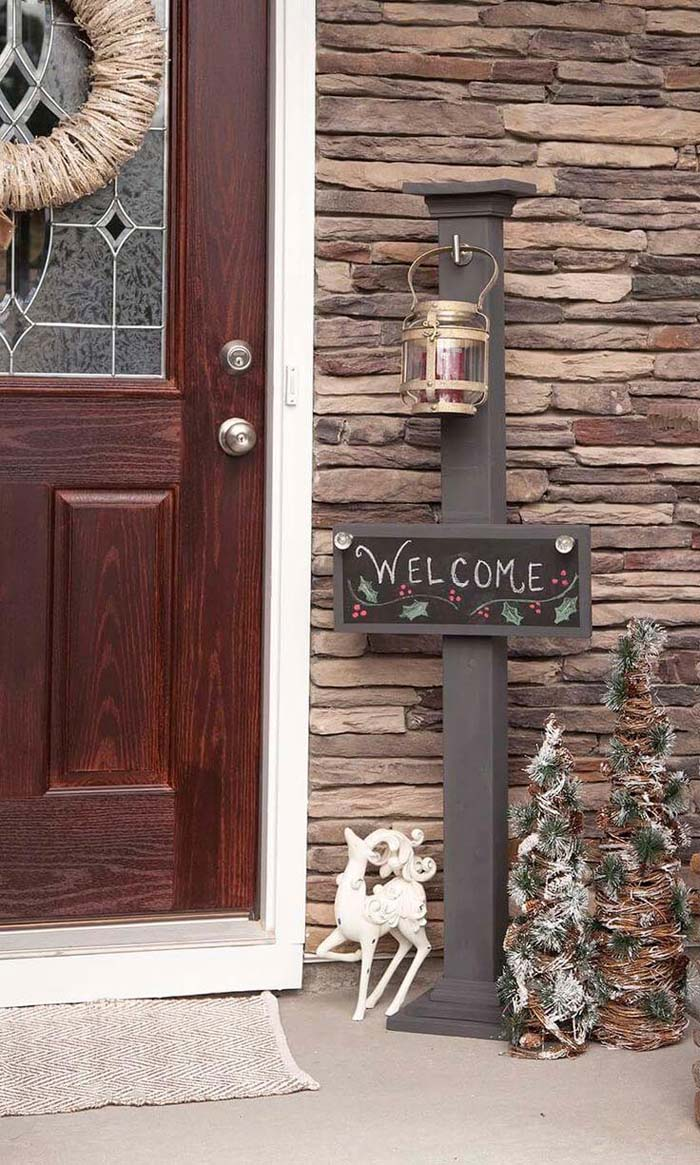 Style Posts for Winter with Interchangeable Signs #porch #post #decorhomeideas