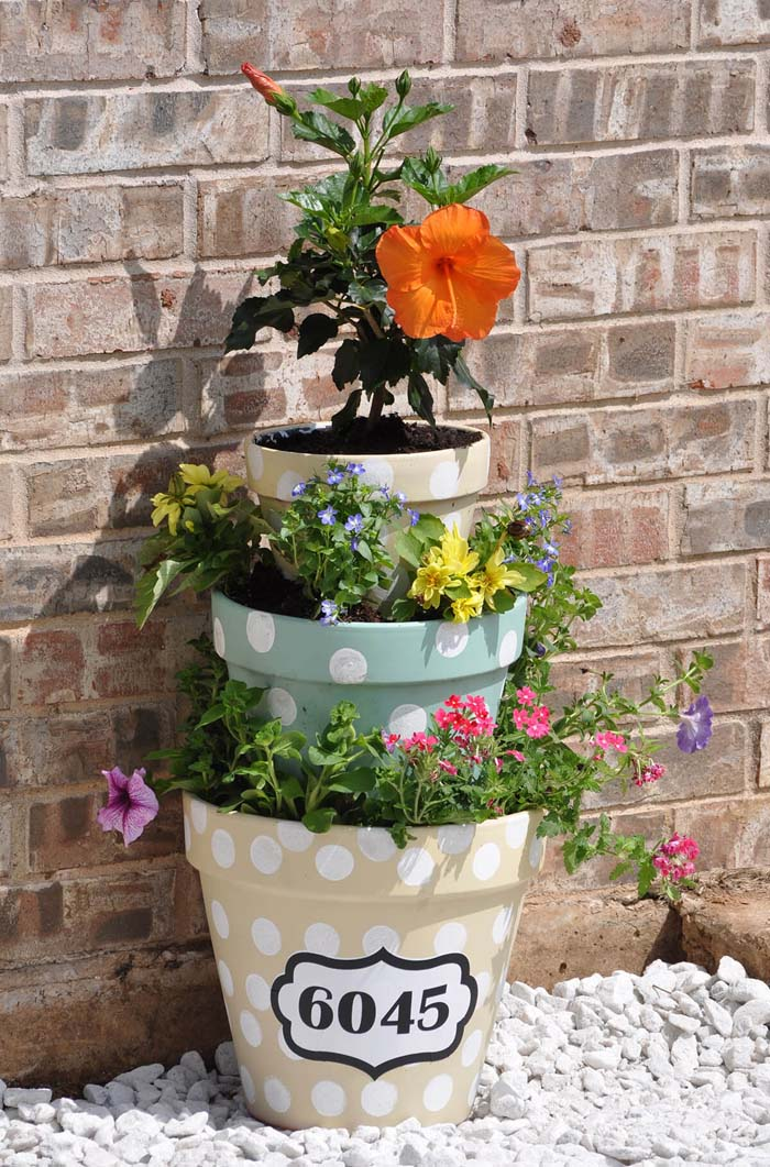 Tiered Flower Pot House Number Decoration #spring #frontporch #decor #decorhomeideas