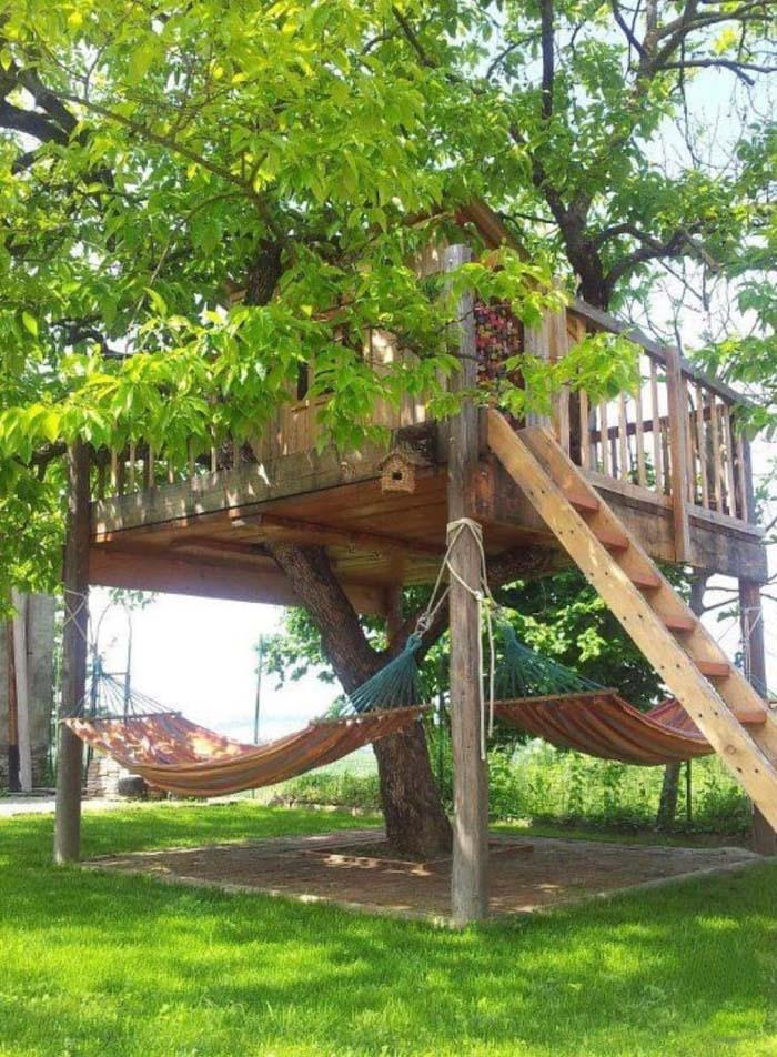 Treehouse with Lower Hammocks #backyardhouse #decorhomeideas