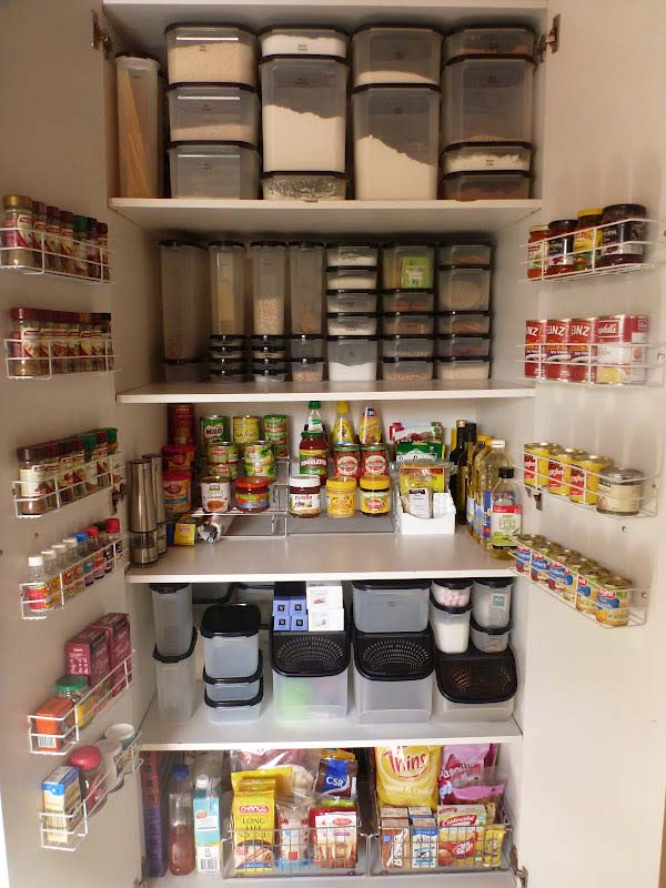 Using Organizational Items to Maximize Storage Space #pantry #shelves #decorhomeideas