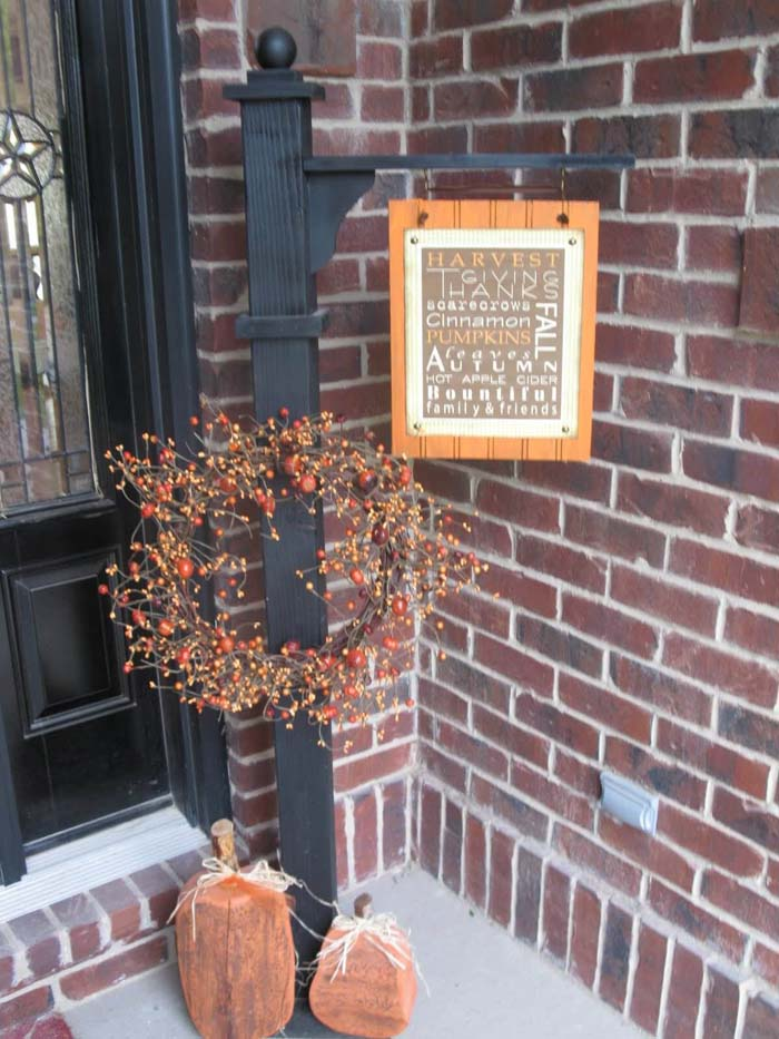 Versatile Post and Welcome Sign for Fall #porch #post #decorhomeideas